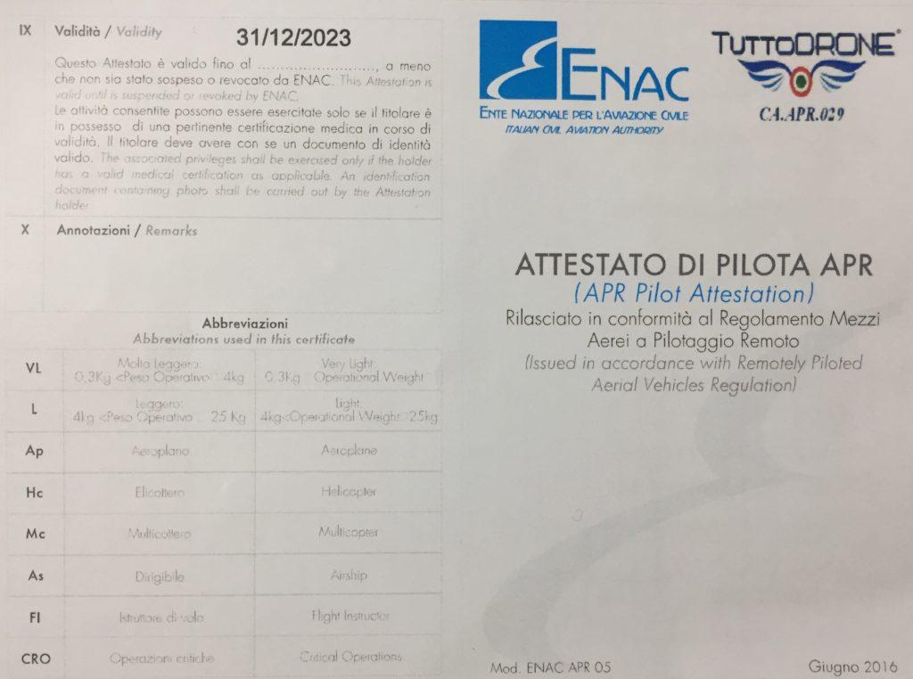 Attestato, licenza di volo, di un operatore di Rubino srl, per servizio di riprese aree attraverso droni.